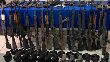 Libres en EU, los 15 traficantes de armas que México reclamará