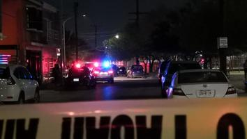 Asesinan a balazos a un joven en una plaza en San Nicolás