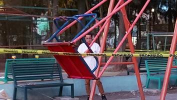 Muere un niño al golpearse la nuca con un columpio cuando jugaba en un parque