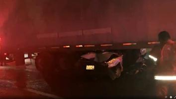 Taxista queda grave tras impactarse contra un tráiler en la Carretera Nacional