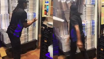 VIDEO: Repartidor de pizza enfurece por no recibir propina