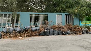 Vecinos convierten escuela en un basurero clandestino en Residencial Las Puentes