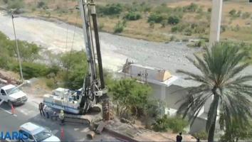 Avanzan trabajos para colocar la estructura de la Virgen de Guadalupe en el río Santa Catarina