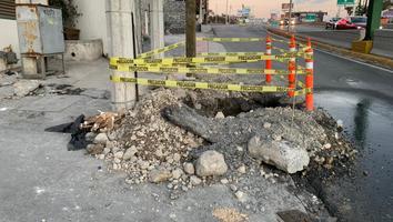 Obra inconclusa pone en riesgo a peatones en la avenida Paseo de los Leones