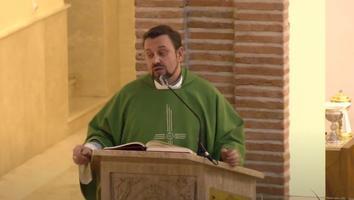 VIDEO: Sacerdote recrimina a fieles no aportar dinero para la rehabilitación de su iglesia