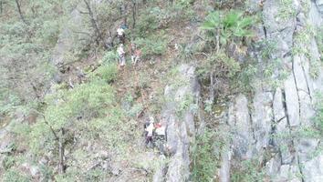 Rescatan a menor tras caer 15 metros en el Cerro de las Mitras