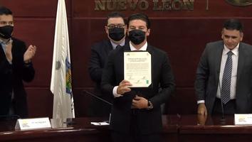 Samuel García recibe constancia como gobernador electo de Nuevo León