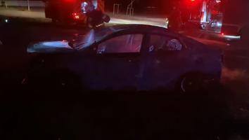 Incendian auto en campo de fútbol en la colonia Buenos Aires