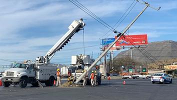 Tráilerprovoca colapso de sistema de cableado en Santa Catarina